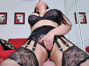 Riding hubby's face to my orgasmic sensation (preview)